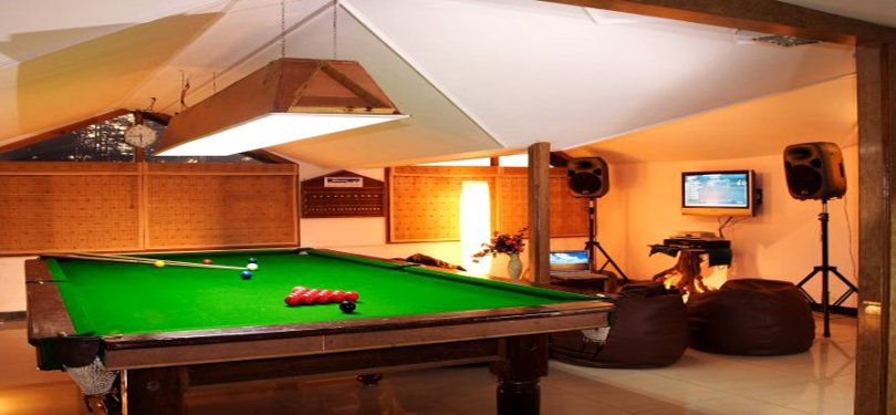 Hotel Silverine Pool n Snooker Room