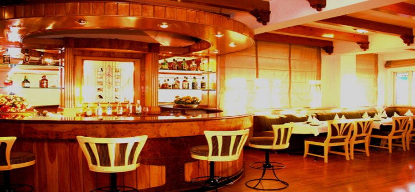 Hotel Baljees Regency Bar