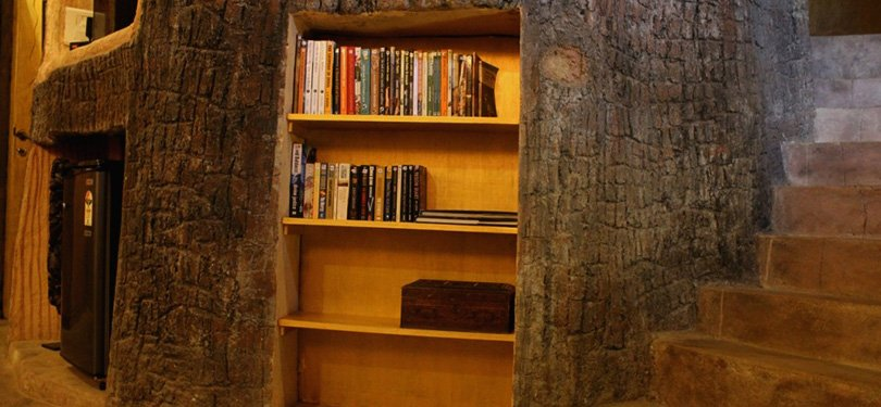 Tathastu Resort Guest Library in Cave Room